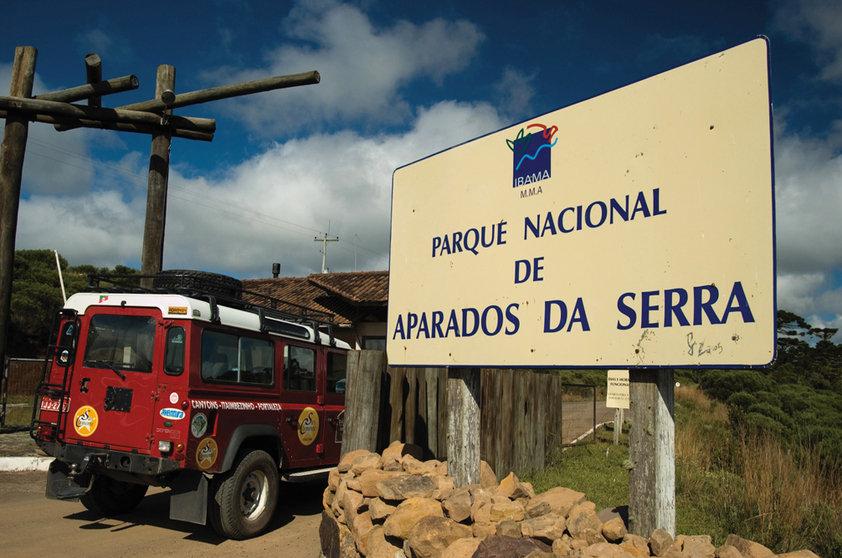 Placa do Parque Nacional da Serra. Dt. mai.2006 Dt. Válida 00/04/2006