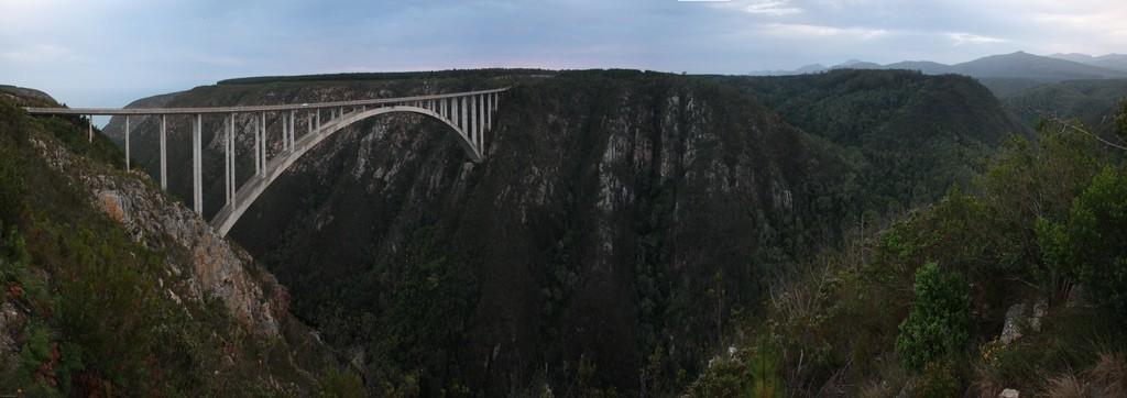 O maior bungee jump de cima de uma ponte do mundo